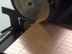 卓上基板分割ロボット 基板切断